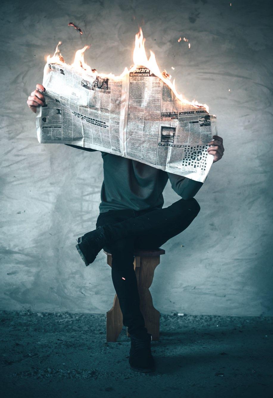 Kommunikation - brennende Zeitung
